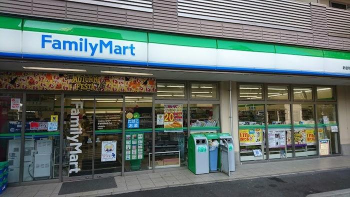 ファミリーマート新宿税務署通り店(コンビニ)まで36m