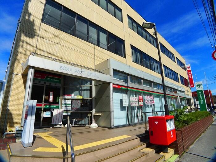 草加郵便局(郵便局)まで821m
