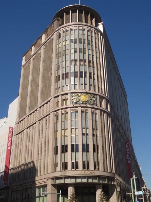 日本橋三越本店(デパート)まで600m