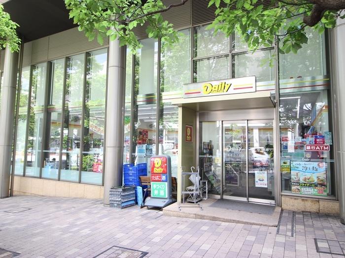 デイリーヤマザキ六本木3丁目店(コンビニ)まで103m