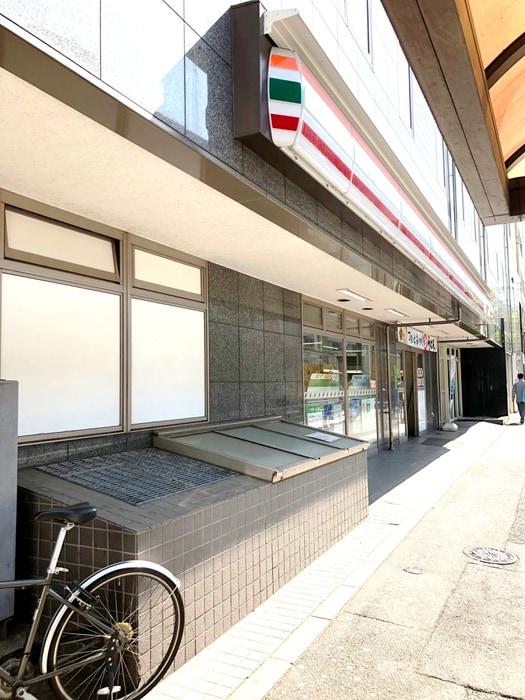 セブンイレブン六本木3丁目店(コンビニ)まで145m