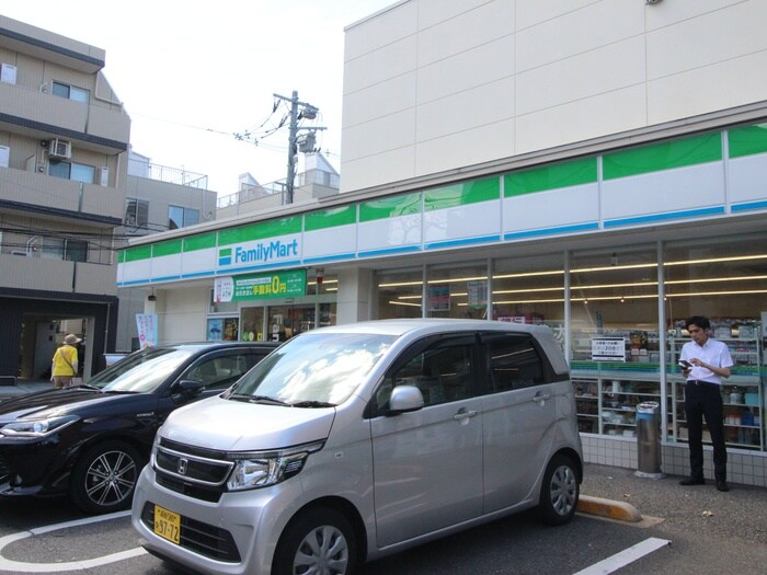 ファミリーマート 世田谷二丁目店(コンビニ)まで519m