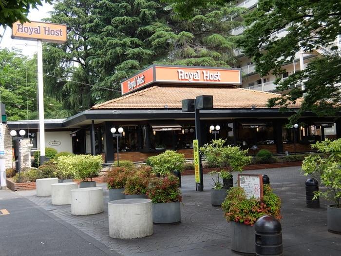 ロイヤルホスト 馬事公苑店(その他飲食(ファミレスなど))まで314m