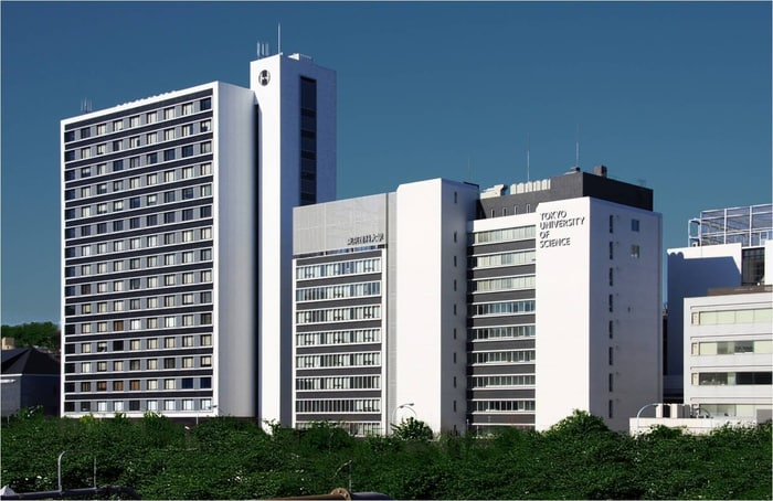 東京理科大(大学/短大/専門学校)まで863m