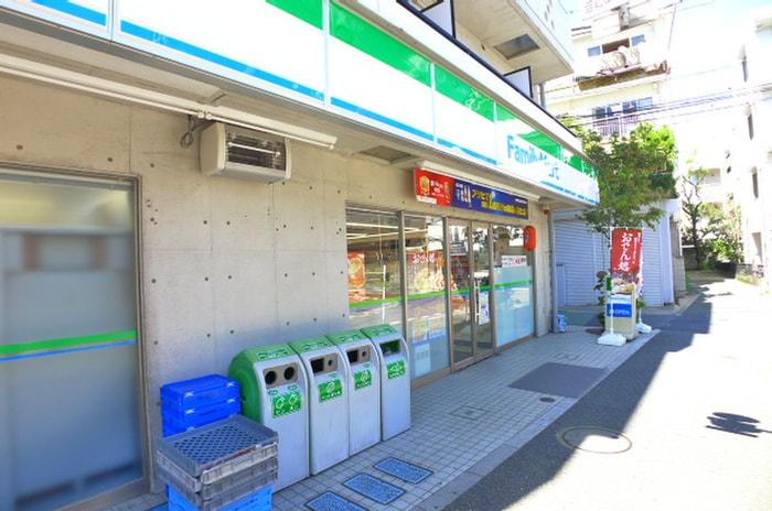 ファミリーマート新宿上落合店(コンビニ)まで268m