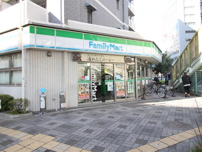 ファミリーマート(コンビニ)まで10m