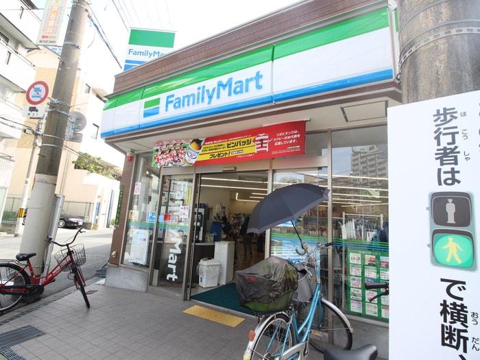 ファミリーマート阪急中津駅前店(コンビニ)まで230m