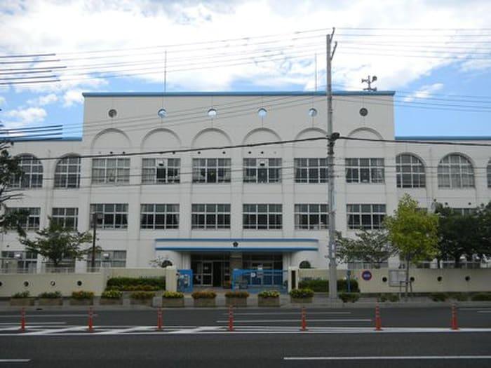 本山第二小学校(小学校)まで420m