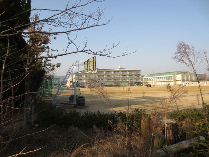 安倉中学校(中学校/中等教育学校)まで1300m