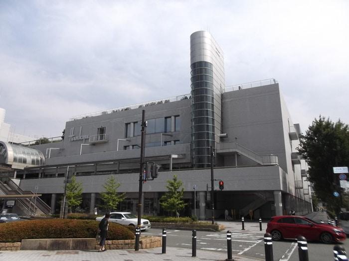 阪急川西(デパート)まで1100m