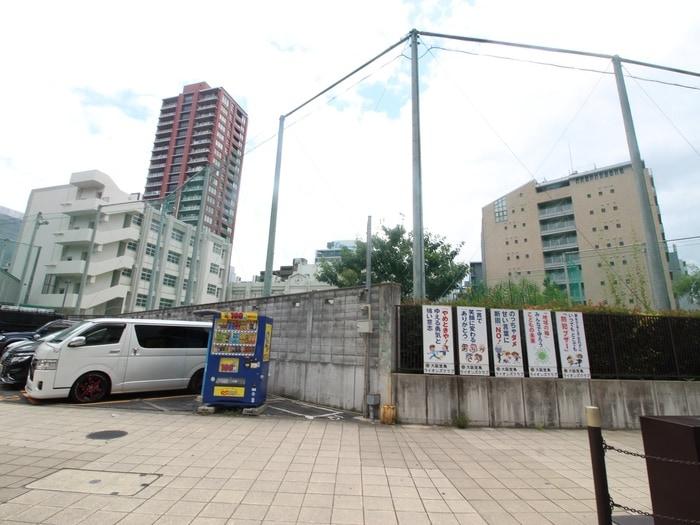 大阪市立西天満小学校(小学校)まで383m