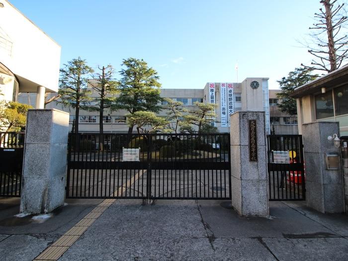 大阪府立寝屋川高校(高等学校/高等専門学校)まで700m