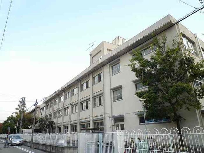 上甲子園中学校(中学校/中等教育学校)まで620m
