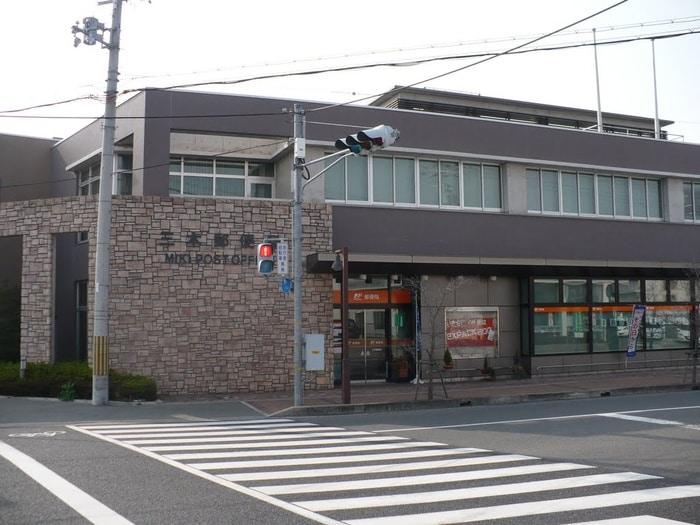 郵便局(郵便局)まで700m