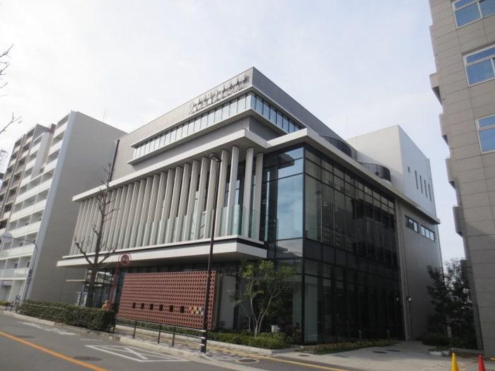 八尾図書館(図書館)まで881m
