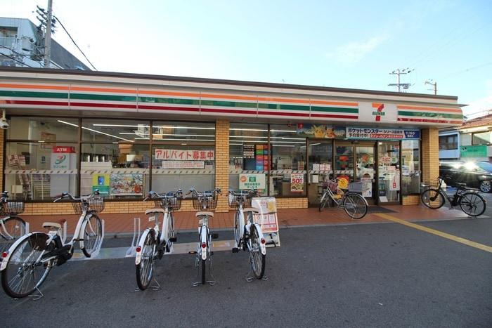 セブンイレブン中加賀屋3丁目店(コンビニ)まで500m