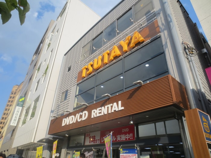 TSUTAYA(ビデオ/DVD)まで590m