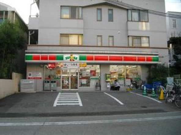 ファミリーマート甲陽園駅前店(コンビニ)まで1200m