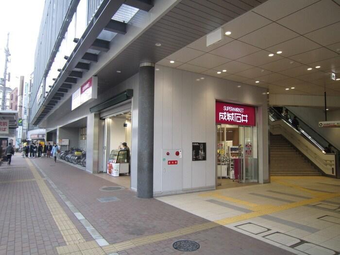成城石井(スーパー)まで182m