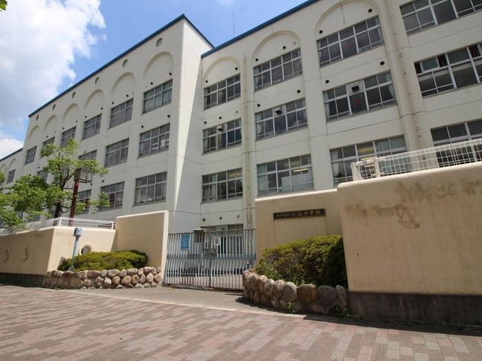 本山中学校(中学校/中等教育学校)まで450m