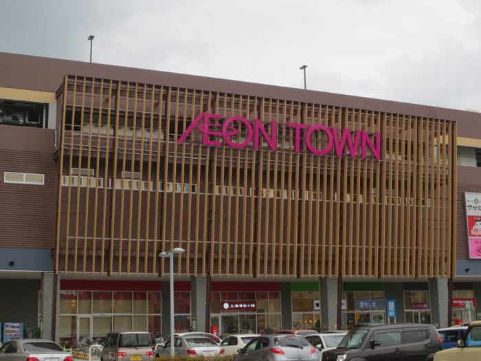 イオンタウン名西(ショッピングセンター/アウトレットモール)まで666m
