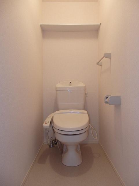 温水洗浄便座、暖房便座付きトイレ。