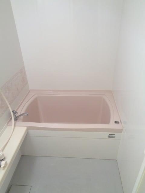 明るい浴室です
