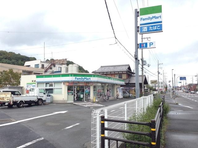 ファミリーマートおごと温泉店(コンビニ)まで445m※ファミリーマートおごと温泉店