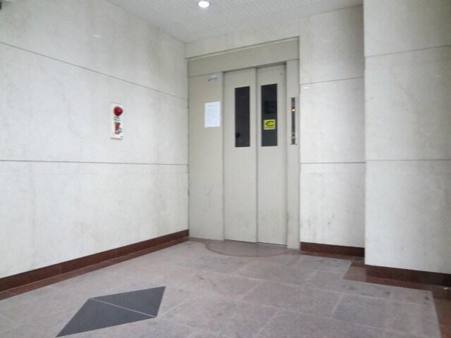 エレベーター1基付きです。