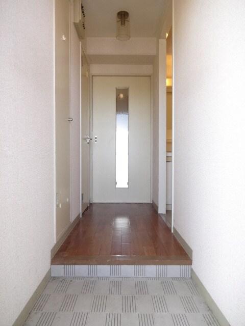 間口の広い玄関です。