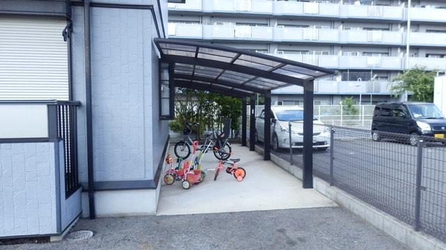 駐輪場も屋根付で安心!