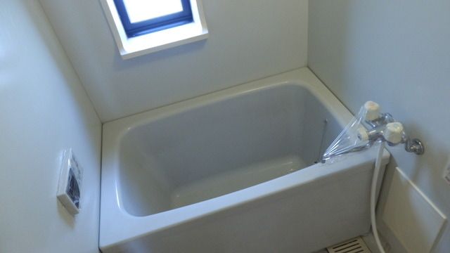 お風呂には窓も!湿気をとばしましょ!
