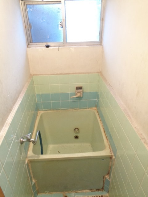 小窓付きで明るいおトイレ