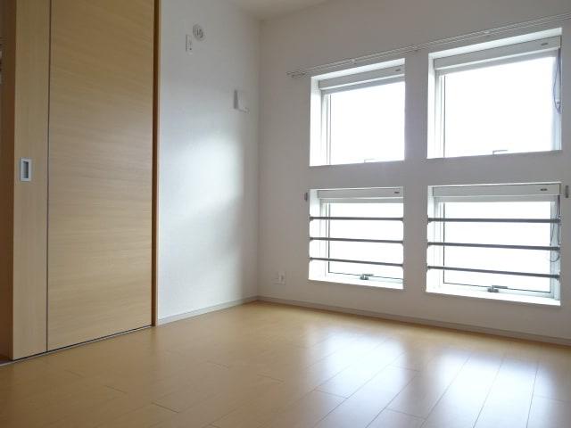 窓も多く明るい空間です