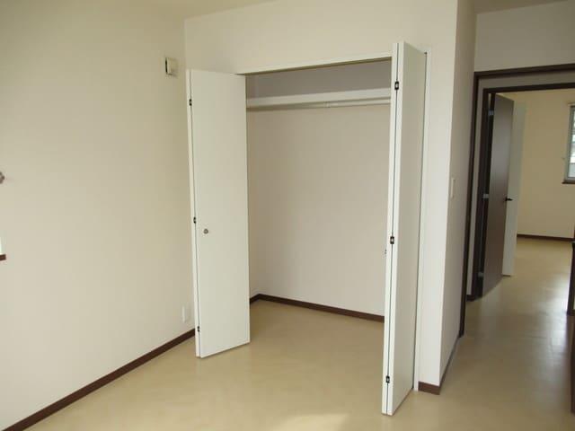 各居室に収納スペースあります