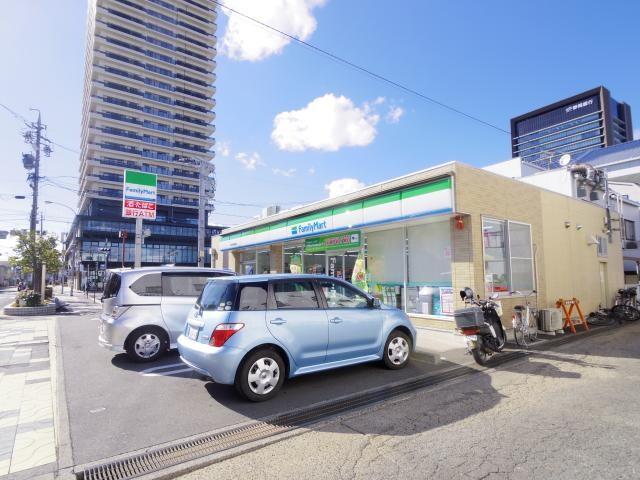 ファミリーマート清水草薙駅前店(コンビニ)まで120m
