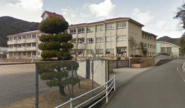 備前市立伊里小学校(小学校)まで7013m