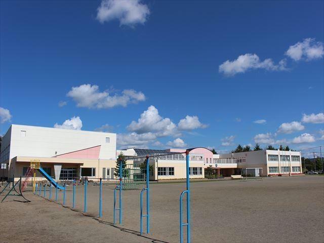 北見市立東小学校(小学校)まで661m