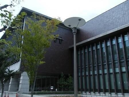 就実大学就実短期大学図書館(図書館)まで651m