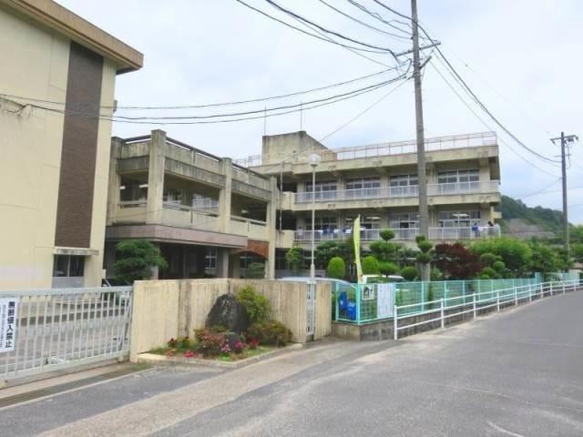 岡山市立香和中学校(中学校/中等教育学校)まで2047m