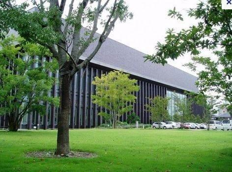 岡山市立中央図書館(図書館)まで735m