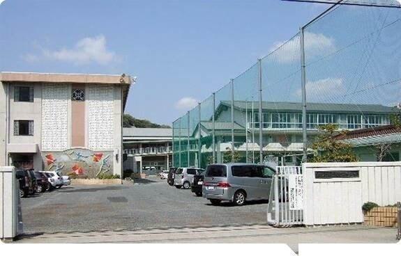 岡山市立石井中学校(中学校/中等教育学校)まで531m