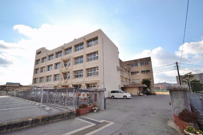 東広島市立 西条中学校(中学校/中等教育学校)まで1806m