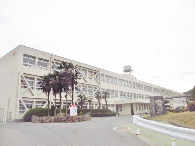 東広島市立八本松中学校(中学校/中等教育学校)まで672m