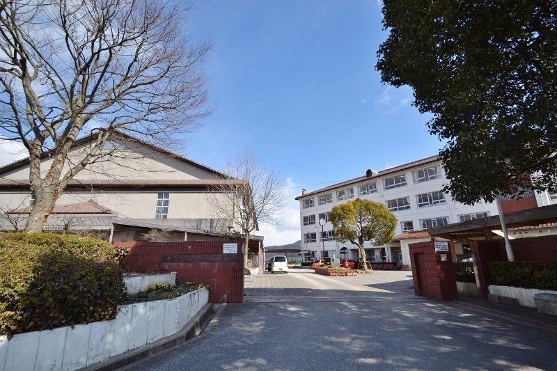 東広島市立松賀中学校(中学校/中等教育学校)まで2700m