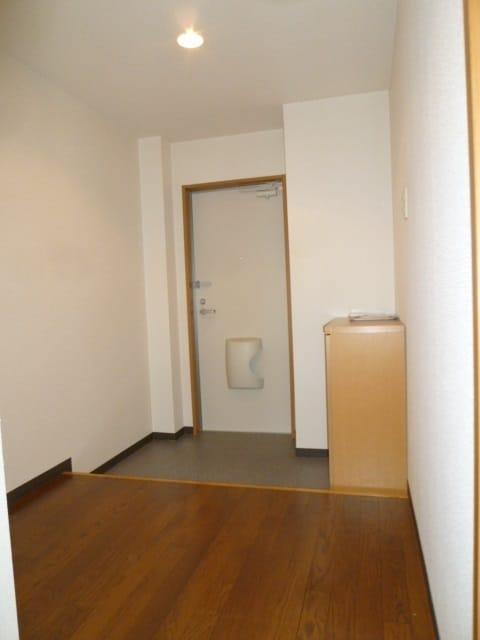 下駄箱もあり広めの玄関