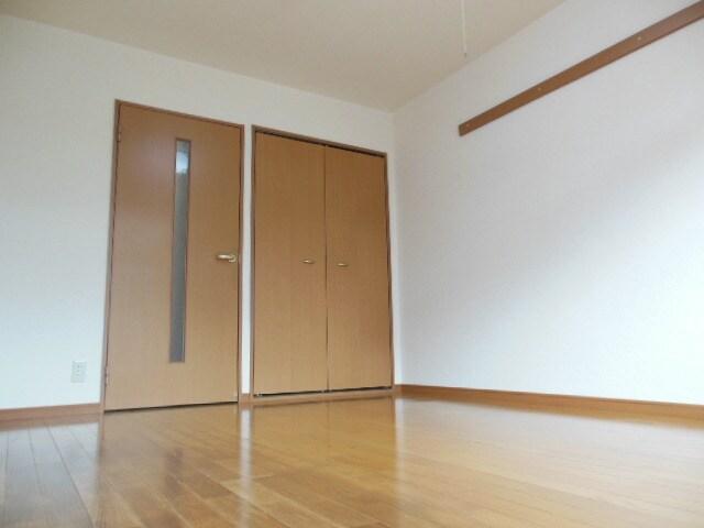 広めの洋室です