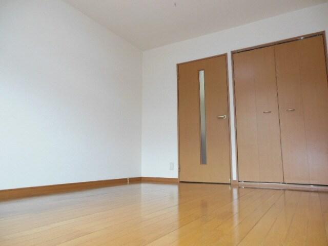 フローリング仕様の洋室です。