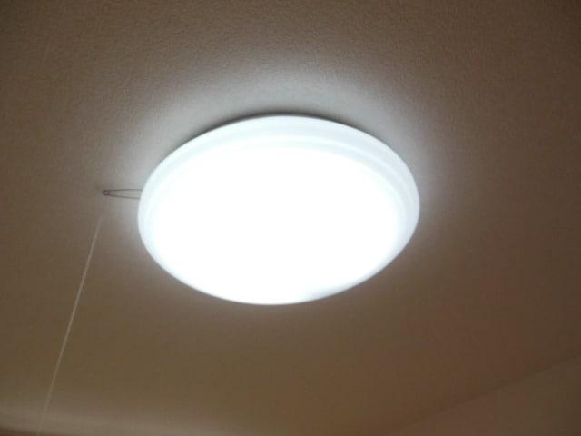 室内照明器具付きです。