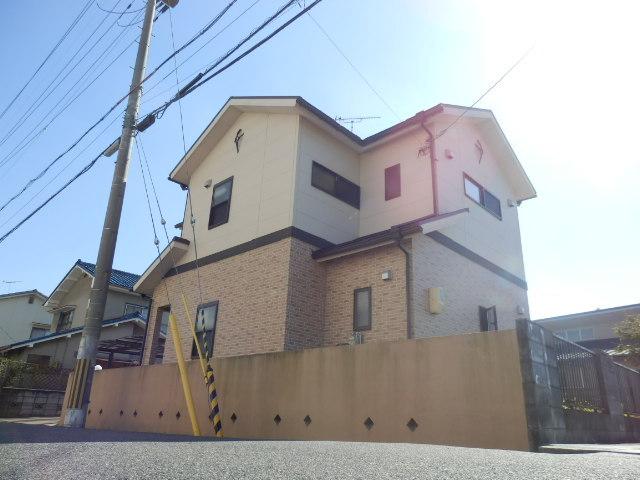 こんな家に住んでいたら自慢したくなりますね。